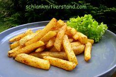 Beilage: Kohlrabi-Pommes (low carb, vegetarisch) Mir schmecken sie mittlerweile besser, als Pommes aus Kartoffeln ;-) Zutaten pro Person: 1 großen Kohlrabi 1 TL Ölivenöl Salz, Pfeffer, Papri…