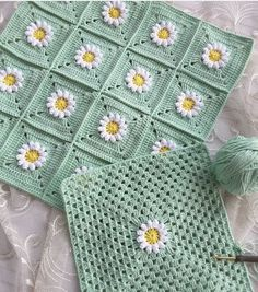 How To - Crochet a Simple Baby Beanie for months - Crochet Videos Granny Square Crochet Pattern, Crochet Squares, Crochet Blanket Patterns, Crochet Motif, Crochet Stitches, Crochet Lace, Crochet Cushion Cover, Crochet Cushions, Crochet Pillow