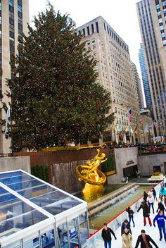 10 Things To Do in NYC in December (Christmas in New York City)  ---Great ideas for Lucy's 10th birthday!