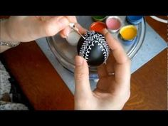 Zdobení kraslice voskovými barvami, Easter Egg Decoration with waxy colors, - YouTube