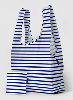 Big Baggu is a larger version of the durable, reusable tote that folds into a pouch for storage. This is a seriously big shopping bag or a chic slouchy tote. Perfect for travel, laundry and big shopping trips. Plastic Grocery Bags, Reusable Shopping Bags, Reusable Bags, Reusable Things, Sac Lunch, Looks Chic, Nylon Tote, Navy And White, Purses And Bags