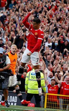 Manchester United Old Trafford, Manchester United Wallpaper, Manchester United Legends, Manchester United Football, Cr7 Ronaldo, Cristiano Ronaldo 7, Cr7 Wallpapers, Ronaldo Wallpapers, Ronaldo Videos