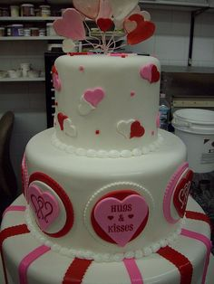 Valentine Cake Pictures Gallery [P. Valentines Day Cakes, Valentine Desserts, Valentine Treats, Fancy Cakes, Cute Cakes, Beautiful Cakes, Amazing Cakes, Heart Cakes, Wilton Cake Decorating