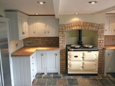 Project 28 Handmade affordable kitchens for London and the south east. Traditional solid wood bespoke kitchen and furniture design. Design and order your kitchen online. Small Cabin Kitchens, Small Cottage Kitchen, Farmhouse Sink Kitchen, Cottage Kitchens, New Kitchen, Home Kitchens, Kitchen Ideas, Kitchen Rustic, Cottage Farmhouse