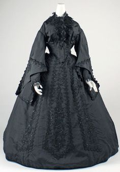 Mourning dress ca. 1867-1869 via The Costume Institute of The Metropolitan Museum of Art