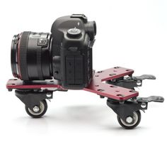 A really cool design for a DSLR Skater Dolly. Each of the wheels can be locked for full turning arcs or perfectly straight moving shots. Muslin Backdrops, Photography Accessories, Photo Equipment, Filmmaking, Cool Designs, Cool Stuff, Cameras, Turning, Wheels