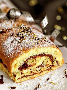Il Rotolo alla nutella è un dolce golosissimo, molto facile da preparare, che piace tanto a grandi e piccini. Un'esplosione di bontà!