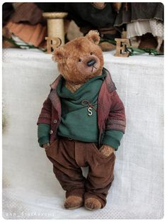 Great bear is one of the six bears- FOREST collection is been presented on total bear show in Munster(germany) 28-29 April 2018 of forest brave bears, permeated with the spirit of a dense forest, the smell of needles and resin cool moss  Franky(adopted), 23 cm Olena), 28 cm, avaliable Ricon(adopted) 23 cm Eva(adopted), 23 cm Sten 28 cm, avaliable( may be as pair with Olena) Taywin(adopted) 23 cm