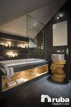 La madera siempre será la mejor opción para lograr un baño rustico, utiliza la madera en su totalidad o en detalles como lo mostramos #HabitaciónRuba http://inspirahogar.com/decoracion/banos/banos-rusticos-pequenos/