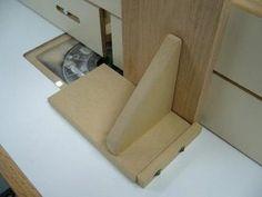 Poussoir vertical pour table à toupie / Router Table Vertical Push Stick   Atelier du Bricoleur (menuiserie)…..…… Woodworking Hobbyist's Workshop