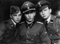 """Gentoftes eksportartikel: 5sswiking: """" The Kam brothers in the Waffen-SS (from left to right): Poul, Søren and Erik. The Danes were photographed in 1943 and they fought in the ranks of the Wiking Division. """""""