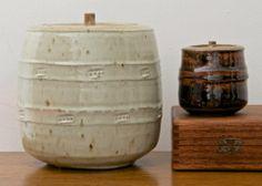 Phil Rogers Ceramic Boxes, Ceramic Jars, Ceramic Pottery, Japanese Ceramics, Japanese Pottery, Ceramic Design, Pottery Studio, Jar Lids, Tea Ceremony