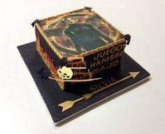 Tarta de Los Juegos del Hambre, decorada con #fondant e impresion de #azucar, de Tu Bonita Tarta, https://www.facebook.com/TuBonitaTarta, #tartasdefondant #tartas #pasteleriacreativa, #tartaspersonalizadas, #postres #dulces, #reposteriacreativa #tiendasdereposteriaenparla