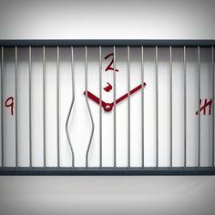 Ops! Il 6 è fuggito di prigione piegando le sbarre! Rincorretelo! Un orologio originale e divertente che arreda con gusto e simpatia. Design di Riccardo Paolino e Matteo Fusi. Lo puoi trovare su http://lovli.it/index.php/6-libero.html#