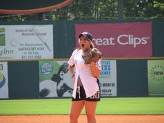 aaaaaaahhhhhh!!!!!!!!!!!!!!!!!!!!!!!!!!! Lauren Alaina likes BASEBALL!!!!!!!!!!  She participated in her first ever City of Hope Celebrity Softball Challenge on Saturday, June 11, 2011, as part of CMA Fest 2011.