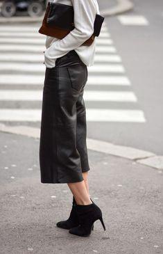 "afashionlines: ""slfmag: "" Street style fashion: two-tone clutch + white top + black leather crop pants + booties. "" http://afashionlines.tumblr.com/ "" www.fashionclue.net | Fashion Tumblr, Street Wear..."