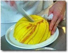 Zuccotto alla crema d'arancia. Scopri come fare su www.tuttotutorial.net/zuccotto-alla-crema-di-arancia-come-riciclare-il-pandoro-con-gusto/