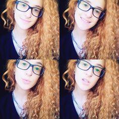Yo aprendí a sobrevivir con una estrella en cada mano.  #redhead #curlyhair