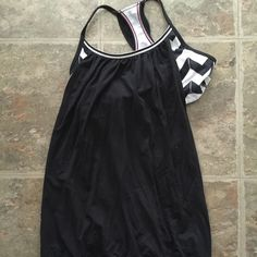 Lululemon Chevron Tank 6 Built in chevron bra. Excellent condition. lululemon athletica Tops Tank Tops