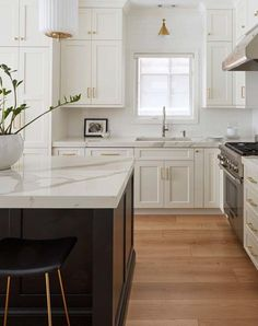 Home Renovation Modern 10 Truly Easy Ways to Fancy Up Your Kitchen Rustic Kitchen Decor, Home Decor Kitchen, Country Kitchen, Kitchen Furniture, New Kitchen, Home Kitchens, Kitchen Ideas, Furniture Cleaning, Furniture Nyc