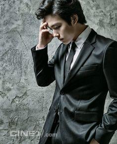Yeo Jin Goo - Cine21 Magazine No.922