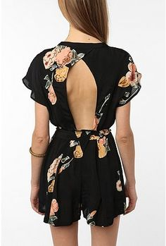 such a cute little romper! the key hole in the back makes it a bit sexy/edgy & floral is in for SS2012!