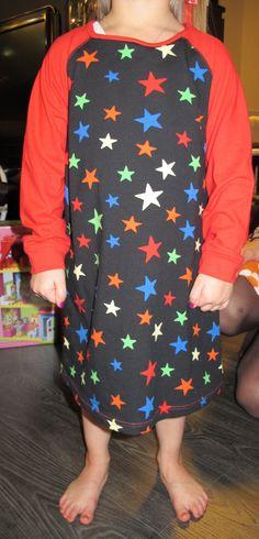 Girls nightdress. Pattern: Ottobre 6/2009. Fabrics: Helmikangas