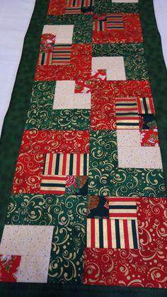 Produto técnica em patchwork.  Confeccionado com tecido de natal,de excelente qualidade,pré encolidos e cores firmes.  Estruturadas com manta acrílica e quilt reto. R$ 81,75