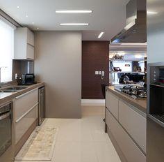 AREA SOCIAL: Cozinhas modernas por Adriane Cesa Arquitetura