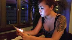 Chinese smartphone users downloaded 185 billion apps last year. Here's what one woman's day looks like.