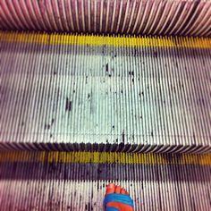 C'è chi scende e c'è chi sale... #dietrolalineagialla - Photo by @valentina macciotta