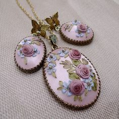 This Pin was discovered by Gül Hardanger Embroidery, Silk Ribbon Embroidery, Embroidery Hoop Art, Cross Stitch Embroidery, Embroidery Designs, Polymer Clay Embroidery, Polymer Clay Art, Polymer Clay Jewelry, Broderie Simple