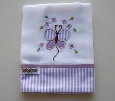 Babita (fralda de boca) bordada com barrado em tecido.    Prática e super charmosa.    Tamanho: 32 x 32 cm    Tecido: Fralda Cremer Luxo - 100% algodão