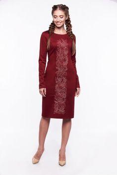 Вишиті сукні в українському стилі · Ошатна сукня до коліна з вишивкою  хрестиком. Особливістю цієї сукні є довгі втачні рукави. 6762457fafc07