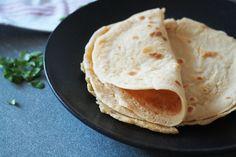 Deze paleo wraps zijn echt zoals tortilla's horen te zijn: stevig, soepel en breken niet. En natuurlijk helemaal vrij van granen, gluten, zuivel en suikers.