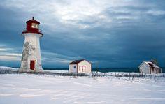On tient bon malgré les tempêtes d'hiver en Gaspésie, Québec , Canada | par Danny VB