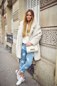 Kristina Bazan JEANS : Stella McCartney COAT : Gérard Darel  SNEAKERS : Isabel Marant RING : Louis Vuitton  BAG : Valentino SWEATER : Sandro