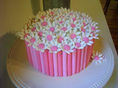 fondant cake Fondant Cake Idea for Birthday Party Pretty Cakes, Beautiful Cakes, Amazing Cakes, Cake Decorating Courses, Cake Decorating With Fondant, Cupcakes, Cupcake Cakes, Mini Cakes, Cake Icing