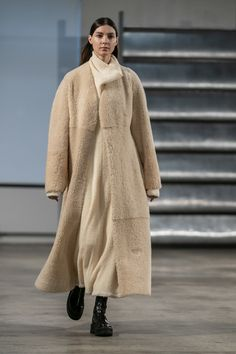 The Row Fall 2019 Fashion Show. Designer ready-to-wear looks from the Fall 2019 collections from New York Fashion Week Fashion Week, New York Fashion, Runway Fashion, Winter Fashion, Fashion Trends, Vogue Us, Vogue Russia, Fashion Show Collection, Mode Style
