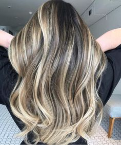 Foilyage the new trend to dye your hair Brown Hair Balayage, Brown Blonde Hair, Hair Highlights, Blonde Balayage, Cinnamon Hair, Light Hair, Dyed Hair, Hair Inspiration, Hair Makeup