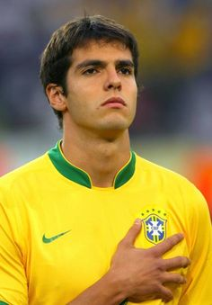 Brazil Football Team, World Football, Football Players, Ronaldinho Skills, Brazilian Soccer Players, Ricardo Kaka, Fifa, Most Popular Sports, Ac Milan