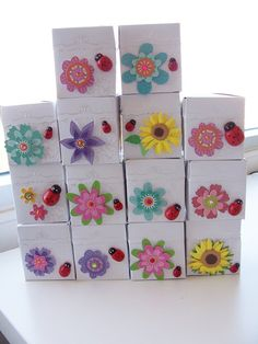 14 Flower and ladybug party favour boxes - party favours - birthday party favours - garden party favours - table decorations - baby shower