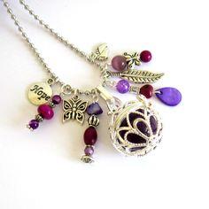 Bola de grossesse argenté et violine, violet, prune, cadeau femme enceinte, plume, papillons, chaîne à billes inox : Collier par color-life-bijoux