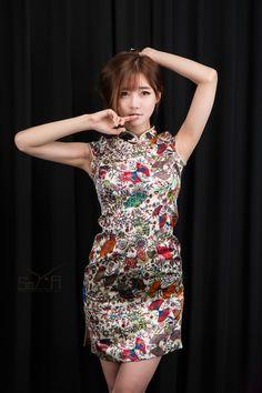 Korean Girls HD — Model Choi Seul Gi in Chinese fashion ~ Photo. Kpop Girl Groups, Kpop Girls, Foto Fashion, Photoshoot Images, Cheongsam, Korean Fashion, Chinese Fashion, Chinese Style, Korean Girl