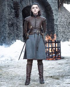 Dressing up as your favourite Game of Thrones character this year? Here's how to do an Arya Stark costume using only clothes that you'll definitely wear again Costumes Game Of Thrones, Arte Game Of Thrones, Game Of Thrones Episodes, Game Of Thrones Fans, War Of Thrones, Winter Is Here, Winter Is Coming, Jon Snow, Game Of Trone