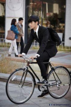 Kim Soo-hyun suits up to play alien professor man » Dramabeans » Deconstructing korean dramas and kpop culture