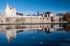 Nantes et moi, c'est une belle histoire d'amour. Je vous explique pourquoi et vous donne mes coups de coeur et bonnes adresses à visiter Destinations, Ville France, Belle Villa, Taj Mahal, Beautiful Pictures, Louvre, Coups, Architecture, City
