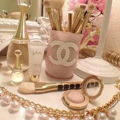 ❥Chanel, pink, and pearls, a girly wonderland! Princess Aesthetic, Pink Aesthetic, Coco Chanel, Chanel Pink, Chanel Pearls, Chanel Decor, Perfume, Just Girly Things, Pink Things