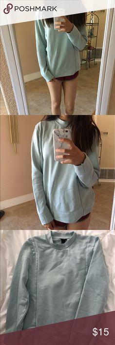 mint sweater never worn. super soft inside. small men's sized so fits like a medium Sweaters
