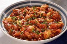 Le rougail est un plat traditionnel de l'Ile de la Réunion, l'Ile Maurice et Madagascar. Il est à base de tomates, d'aromates et d'épices. Sa composition est très variable selon les coutumes et les goûts de chacun. Le rougail traditionnel est le rougail saucisse que j'ai eu le plaisir de déguster chez une amie originaire […]